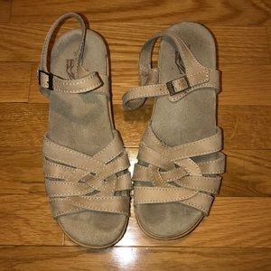 White Mountain sandals- tan- made in Italy size 7M